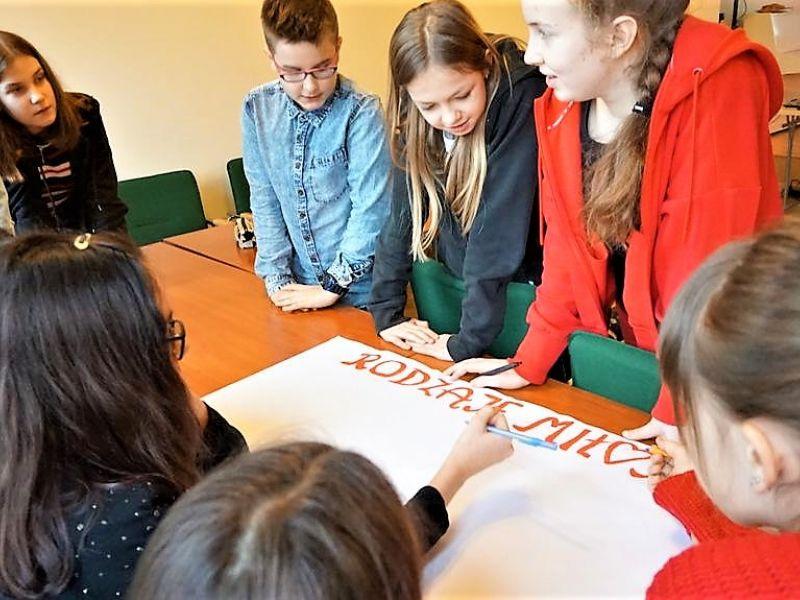 Oblicza miłości - spotkanie biblioterapeutyczne dla młodzieży w MBP