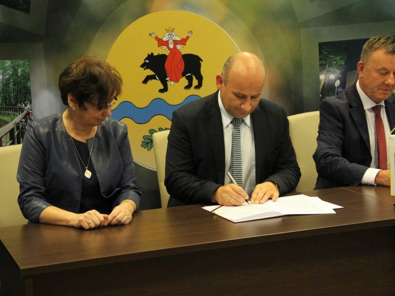 Umowa na dofinansowanie drogi podpisana