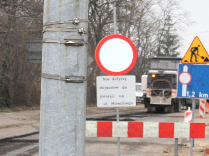 Na zdjęciu remont drogi DW 713 na Rondzie Dmowskiego