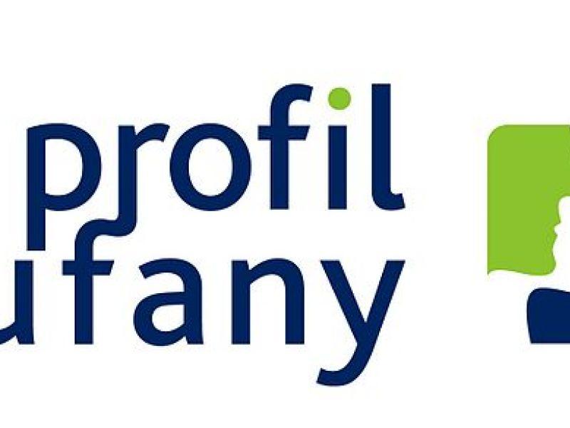 Logo profilu zaufanego, granatowe napisy, niebieski, niebieski prostokąt, na nim zieolony i biały profil twarzy