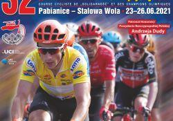 Na zdjęciu baner wyścigu kolarskiego Solidarności i Olimpijczyków. Na banerze kolarze na czele peletonu w żółtych i w czerwonych koszulkach