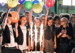 """Uczniowie świętują stulecie """"jedynki"""""""