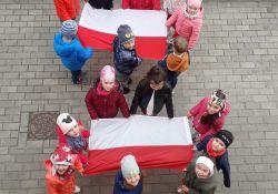 Na zdjęciu przedszkolaki sfotograafowane
